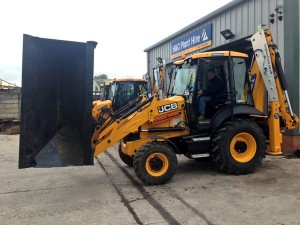 H&C add side tip bucket to brand new JCB 3CX, Nov 15!
